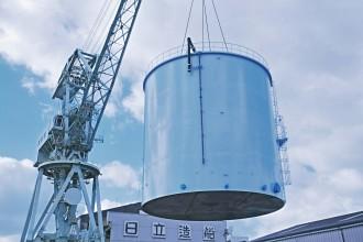 堺工場から出荷されるタンク©日立造船