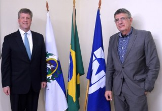 WH社のG.ケーブル副社長(左)とNUCLEP社のJ.カルドゾ総裁©WH社