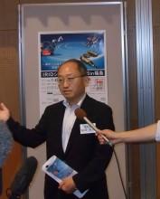 インタビューに応じる剱田理事長