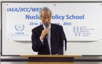 原子力人材育成研修「ポリシースクール」で講演する町氏(2015年2月、若狭湾エネルギー研究センターにて)