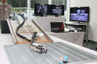 サソリ型ロボットのデモンストレーション(東芝・IRID開発)