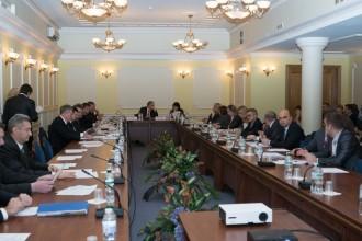 SNRCの会合には、エネルギー石炭産業省やエコロジー天然資源省など関係省庁の代表のほか、欧州復興開発銀行、NGO、メディアの代表なども出席した©エネルゴアトム社