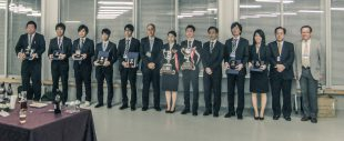 Students awarded recognition (Prof. Yamana 6th from L, Prof. Obara 2nd from R)