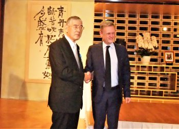 Toshikazu Hosoda, Chairman of the Chiyoda Technol Corporation(left) and Laurent Pic, French Ambassador to Japan(right)
