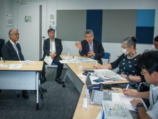 QST President Toshio Hirano (center)